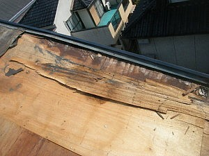 腐った屋根下地